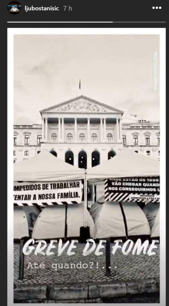 Ljubomir Stanisic monta cama em frente à Assembleia e iniciou greve de fome como protesto