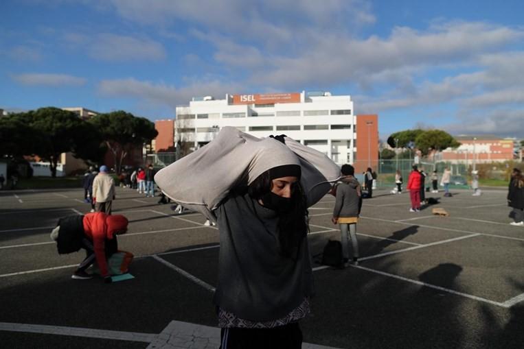 Alunos de dança fazem greve para protestar. Veja as imagens